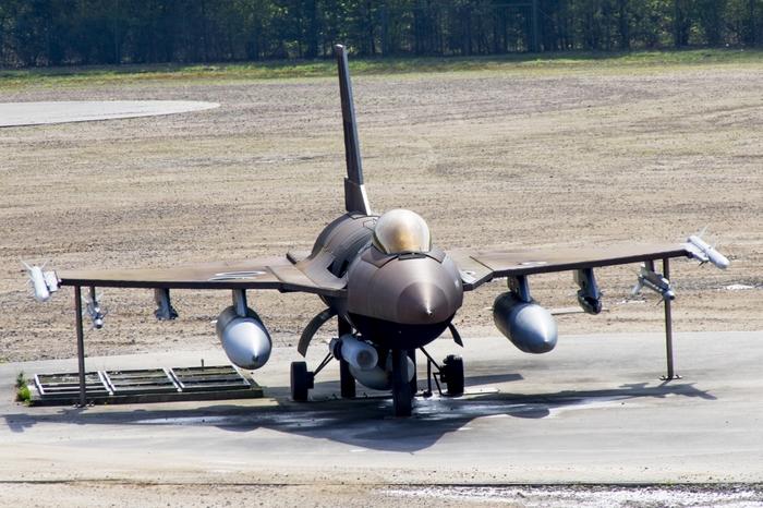 F16-a